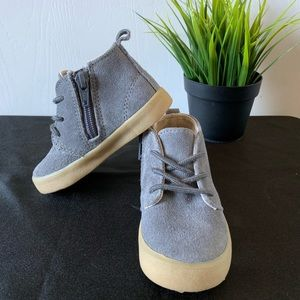 New w/o tags gray shoes size 6.great condition.